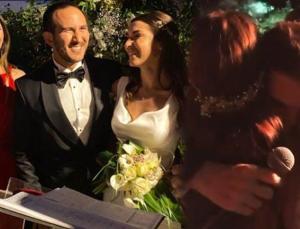 beren saat'in ilk aşkı efe'nin kardeşi evlendi, kenan doğulu sahneden inmedi