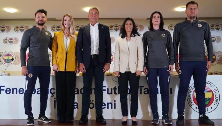 fenerbahçe kadın futbol takımı'nın imza tören gerçekleştirildi