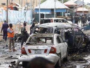 somali'de cumhurbaşkanlığı sarayı yakınında bombalı saldırı: en az 8 ölü