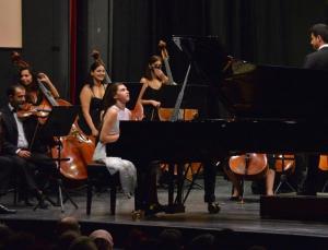 13 yaşındaki İlyun Bürkev'den Mozart konçertosu
