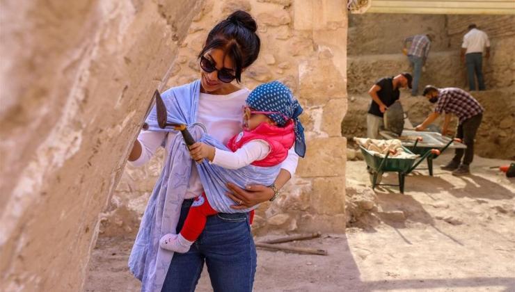 arkeolog çiftin bebeği sarya hasankeyf kazı ekibinin neşe kaynağı oldu