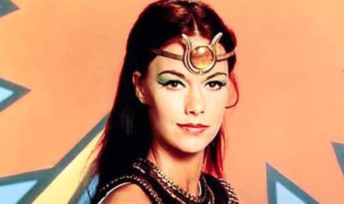 Felç geçiren ünlü oyuncu Joanna Cameron yaşamını yitirdi