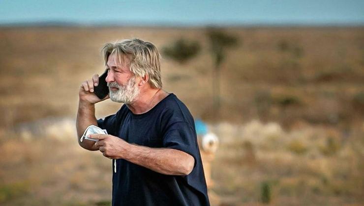 görüntü yönetmenini öldüren alec baldwin'e dolu silah verildikten sonra güvenli olduğu söylenmiş
