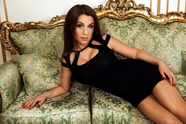 Choose your Russian bride at brides catalogs of beautiful women