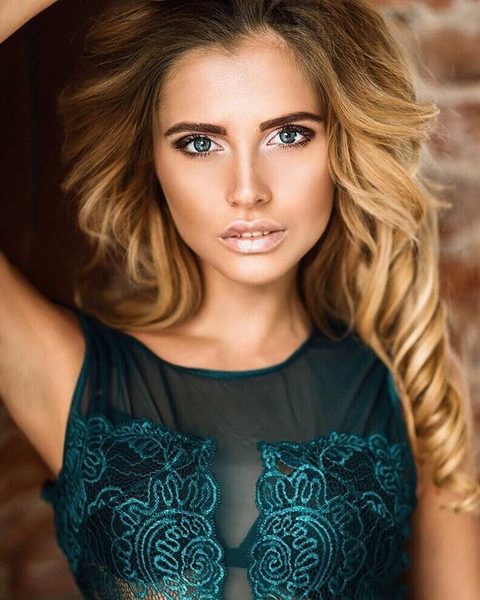 educated Russian girl from city Saint Petersburg Russia