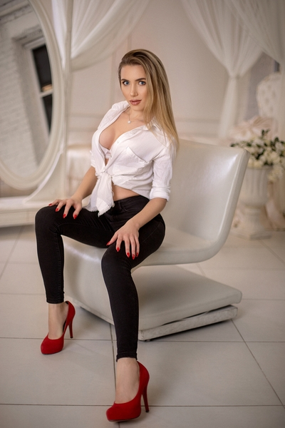 sunny Ukrainian womankind from city Kiev Ukraine