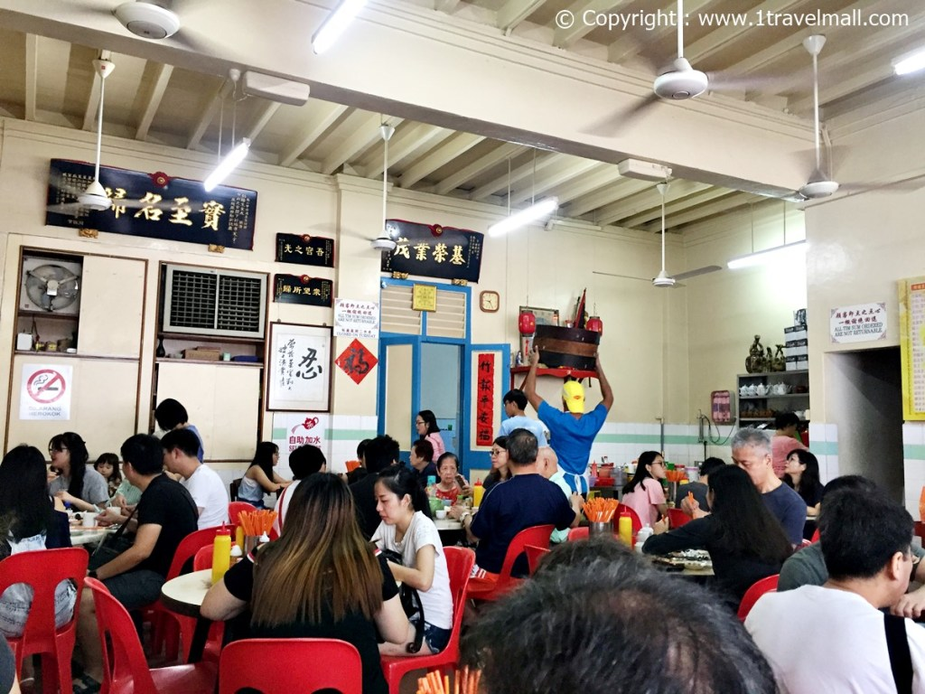 Low Yong Moh Dim Sum Restaurant packed with people