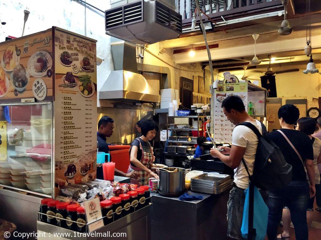 Jonker 88 Melaka preparing food