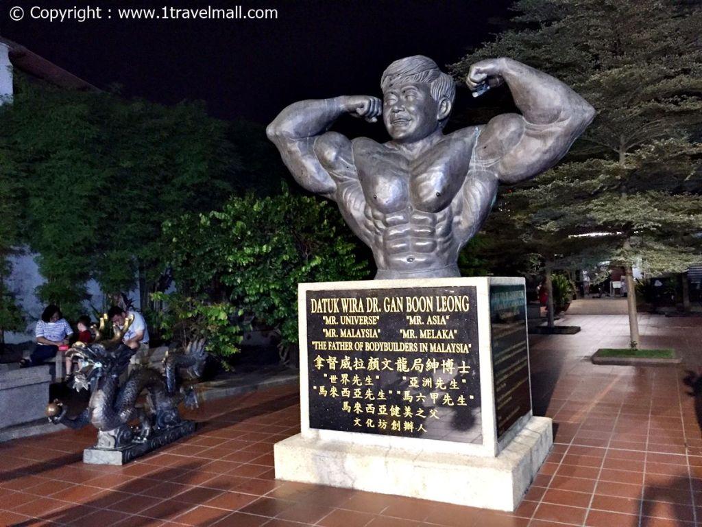 Jonker Street Night Market Melaka Statue