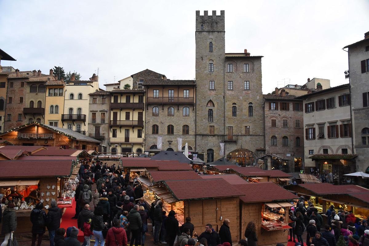 Mercatini di Natale: questo sabato Arezzo si accende di magia
