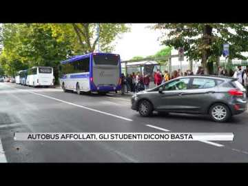 Autobus affollati. gli studenti dicono basta.