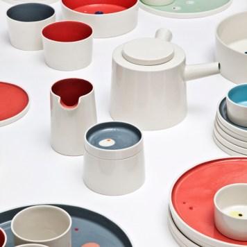 dots-tableware-porcelain-closeup-red-grey-lars-rank