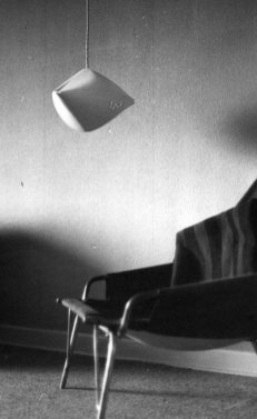 vedelform-lampe-sorthvid