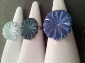 Fingerring med porcelænsblomst