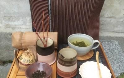 Te smagning i butikken.  Prøv den nye te i vores rustikke krus og skåle …