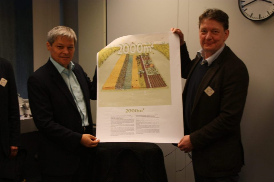 Dacian Ciolos and his 2000m² poster