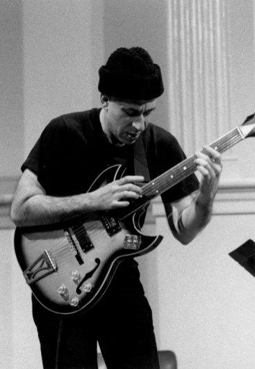 Elliott Sharp - Photo Credit: Melissa Zexter, 1994
