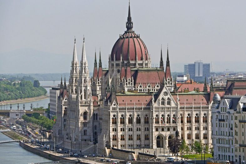 Budapest: The parliament with 20 km of stairs