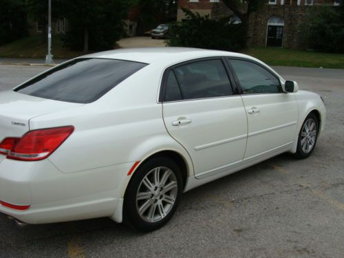 Find used 2006 TOYOTA AVALON LIMITED blizzard pearlivory Fully optioned 59k miles in Forest