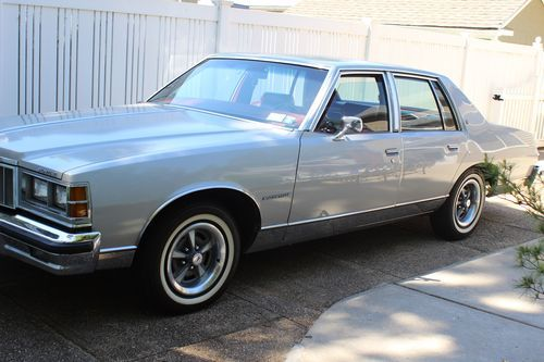Sell used 1978 Pontiac Bonneville Base Sedan 4Door 49L in Rockville Centre New York United