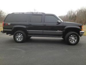 Sell used 1999 Suburban k 2500 LT Black 4 x 4 74L 454