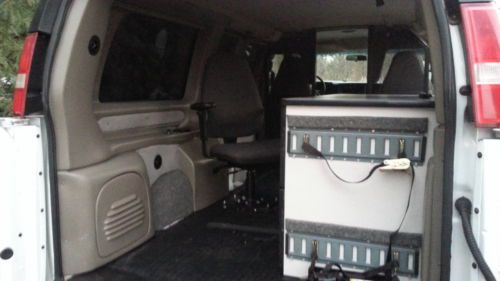 Purchase used V6 MOBILE OFFICE CARGO WORK VAN SURVEILLANCE
