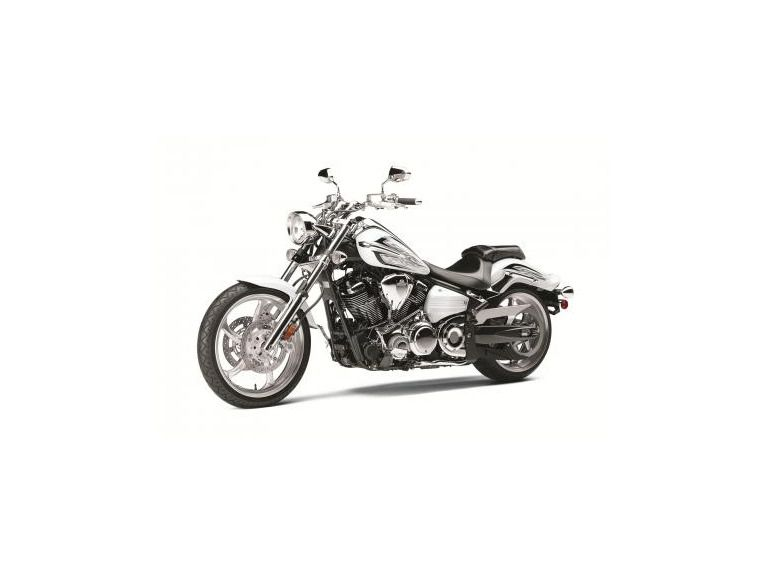 Buy 2013 Yamaha RAIDER S PEARL WHITE on 2040-motos