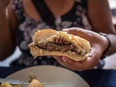 Ray's burgers, Vientiane