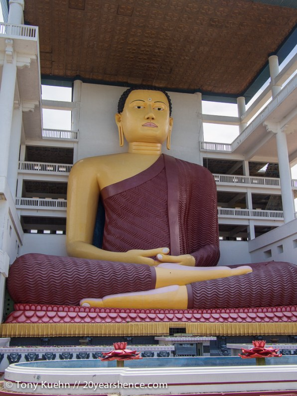 Giant Buddha, Weherahena Temple
