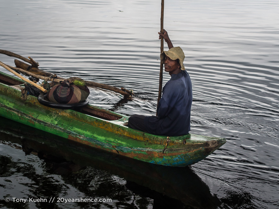 A boatman on Tissa lake