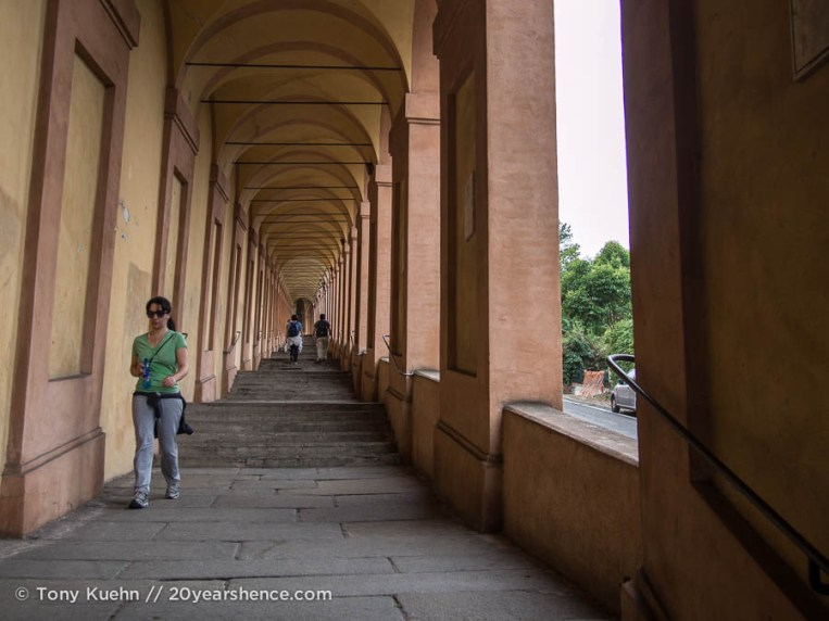The walk up to San Luca Basillica