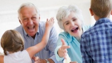 الأحفاد سر طول عمر الأجداد