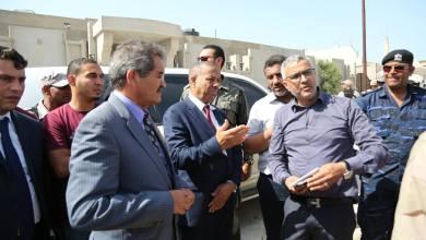 رئيس الحكومة المؤقتة عبدالله الثني، وعميد بلدية بنغازي المستشار عبدالرحمن العبار