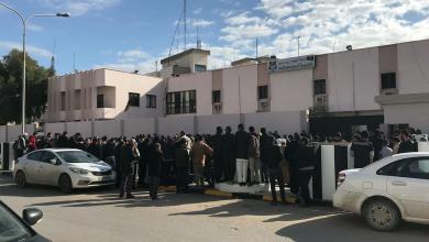 المتظاهرون أمام مديرية الأمن مصراتة