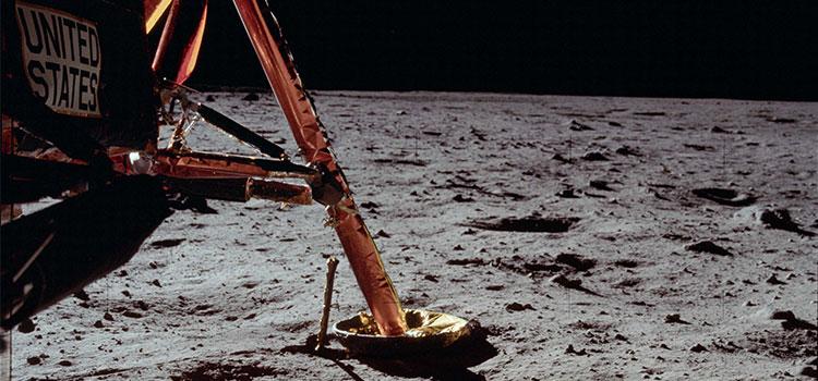 سطح القمر في العام 1969