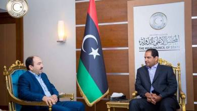 النائب الأول لرئيس المجلس الأعلى للدولى ناجي مختار مع المدير التنفيذي للشركة العامة للكهرباء علي ساسي