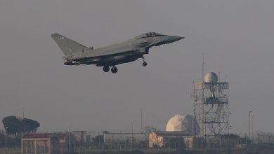 طائرة حربية تنطلق لضرب أهداف في سوريا