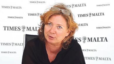 الناشطة الهولندية إيفون سناغير