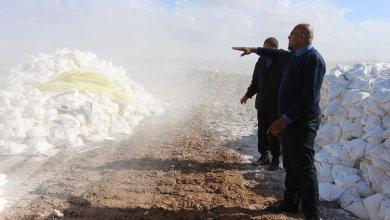 إتلاف آلاف أكياس الدقيق الفاسد في بنغازي