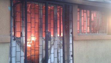اندلاع حريق بمدرسة علي وريث في طرابلس