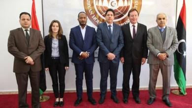 """أعضاء مجلس النواب مع سفير بريطانيا في ليبيا """"فرانك بيكر"""""""