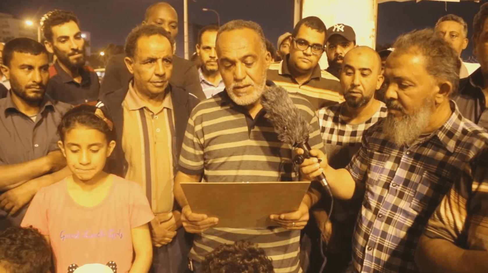 موظفو الخدمات العامة بنغازي يطالبون بمرتباتهم