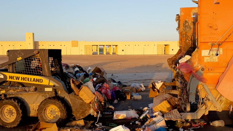 تكدس القمامة في المكبات المرحلية وحرقها بشوارع هون