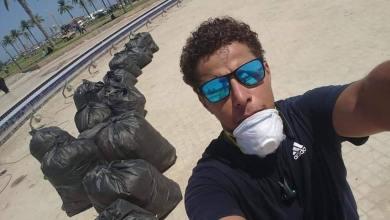 شاب من طرابلس تطوع لتنظيف نافورة طريق الشط ومحيطها في 6 ساعات عمل متواصل