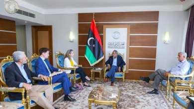 النائب الأول لرئيس المجلس الأعلى للدولة يطالب نائبة السفير البريطاني باستخدام المملكة المتحدة لنفوذها لصد دخول الجيش الوطني الليبي للعاصمة