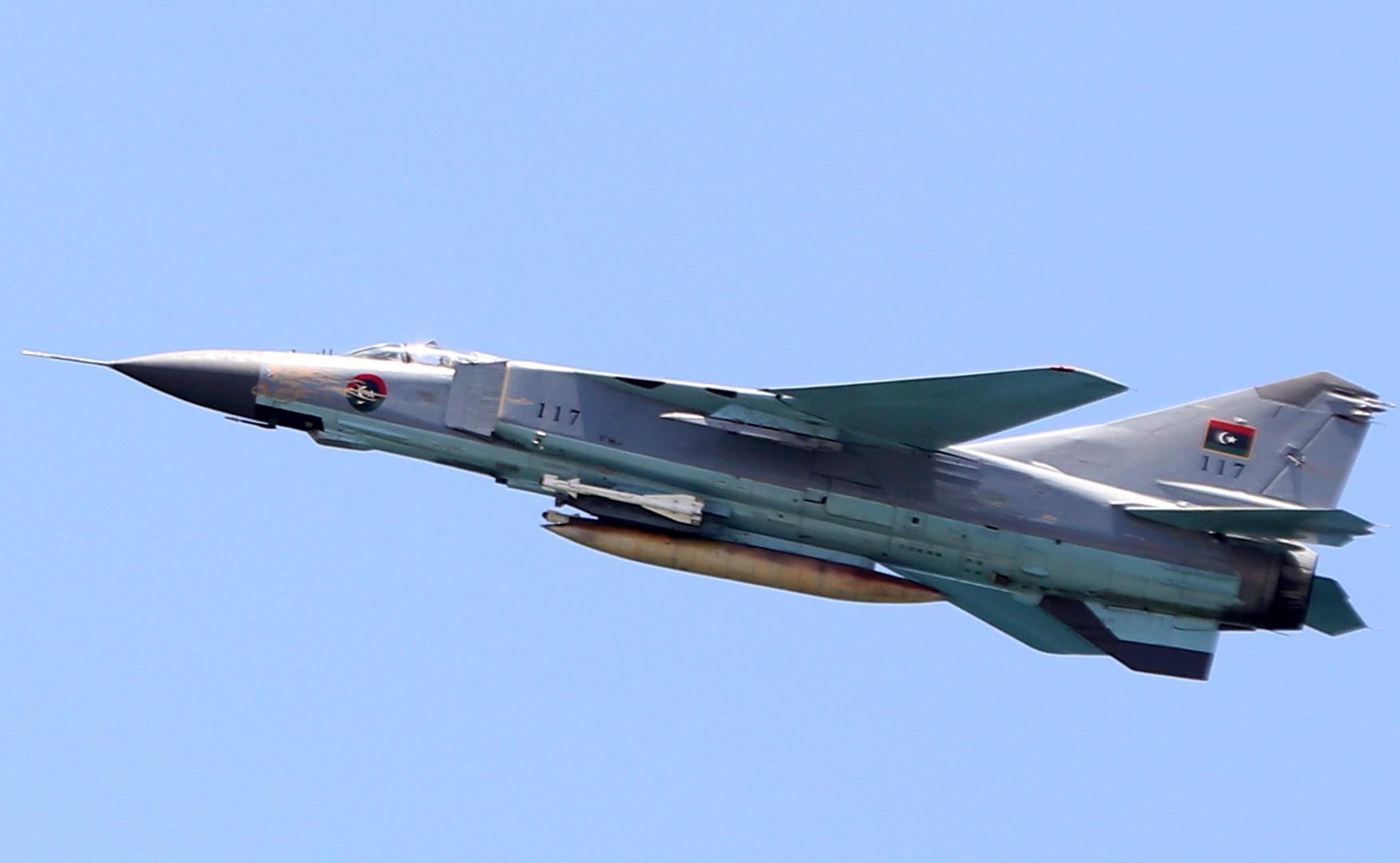 سلاح الجو التابع للجيش الوطني يضرب رتلاً لقوات الوفاق بسرت