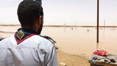 صورة إرشيفية لاحد قادة الكشافة في مرزق أثناء السيول التي اجتاحت المدينة