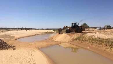 صيانة الطرق في قرية إيسين بأقصى الجنوب الغربي بعد تضررها من سيول وفيضانات يونيو الماضي