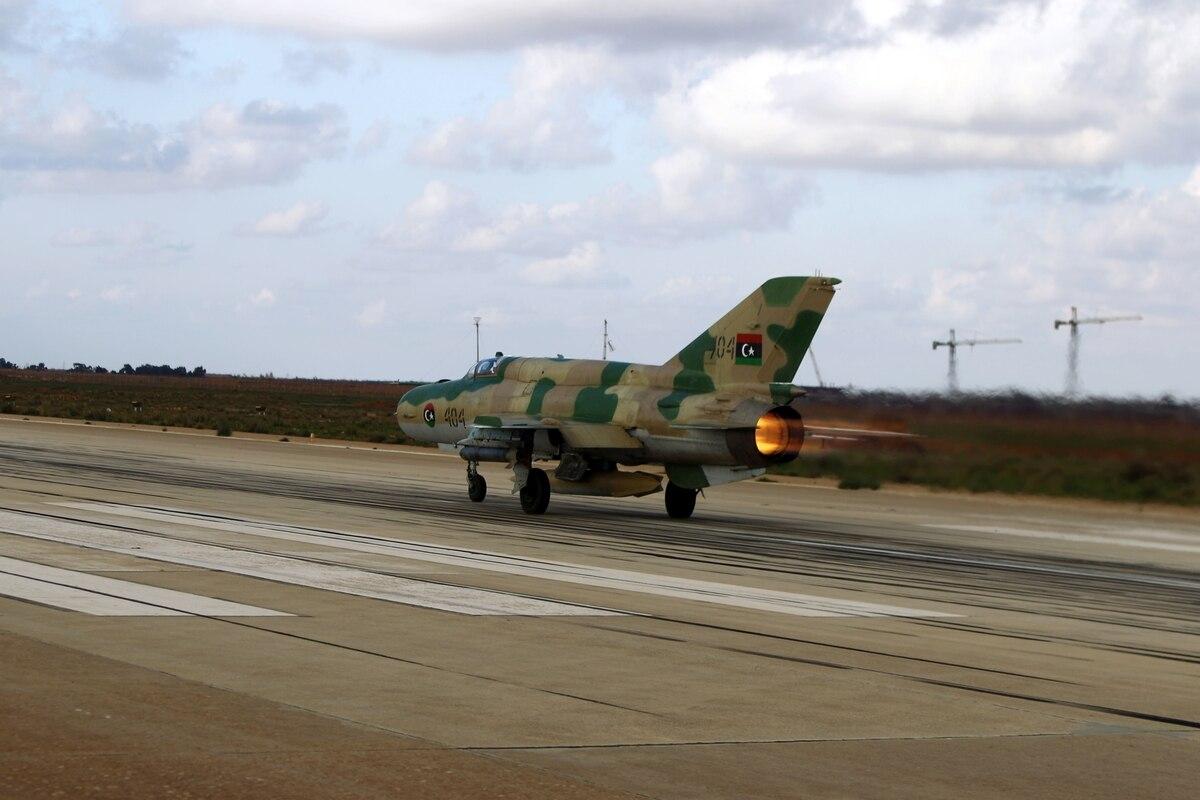 ضربات جوية مكثفة لسلاح الجو على مواقع معسكر الوفاق جنوب طرابلس- صورة إرشيفية