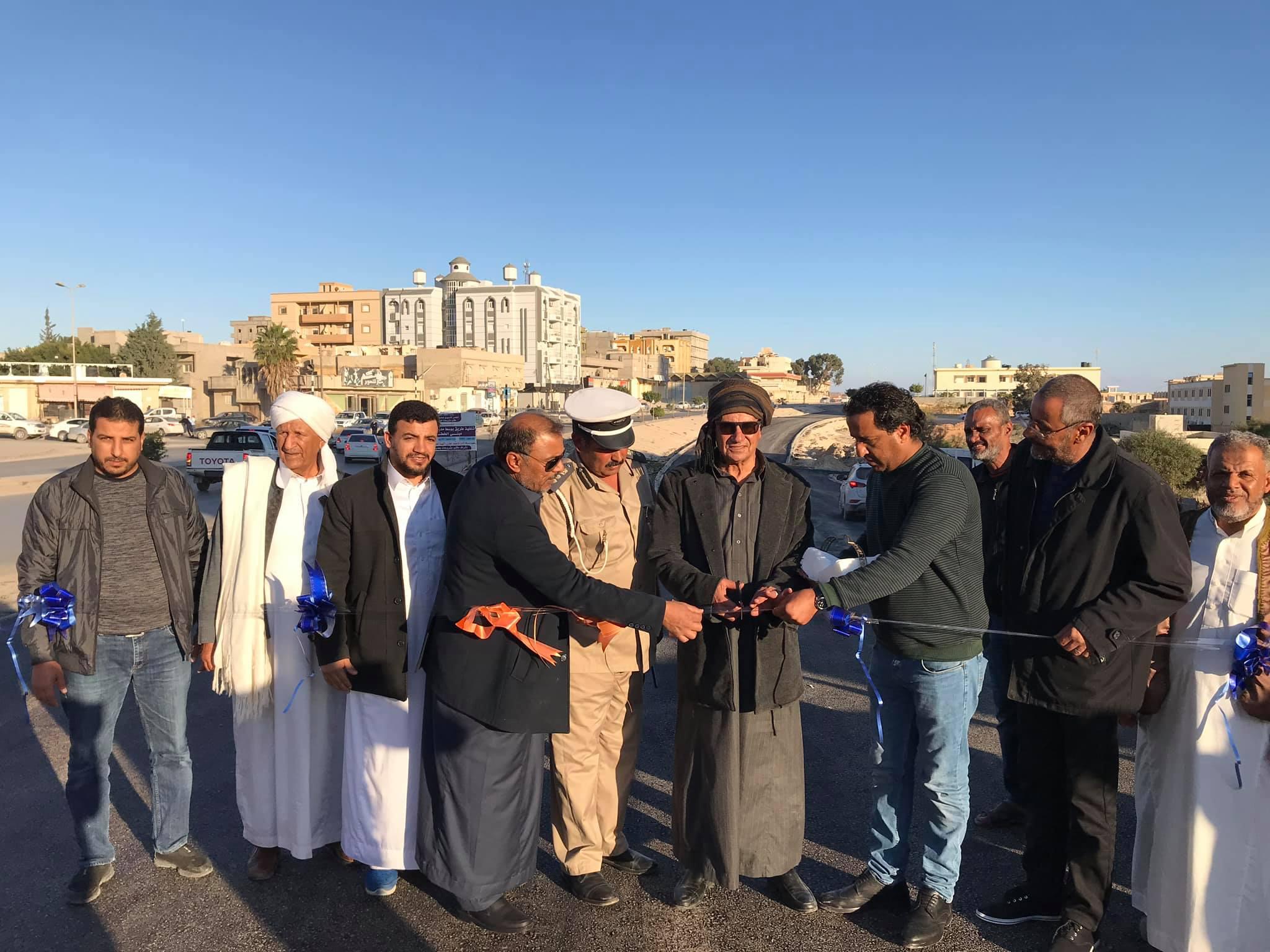 بلدية طبرق تفتتح الطريق الفرعي أمام مبنى الخطوط الليبية